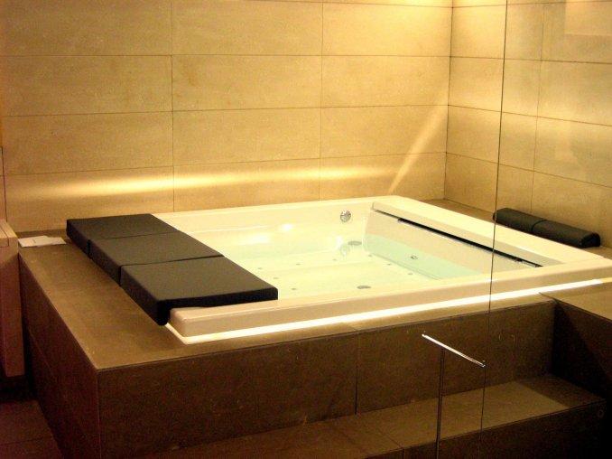 Produzione di bagni in pietra di vicenza erasmo luxury design - Bagni chimici vicenza ...